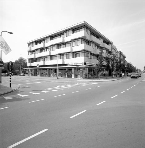 D-000575-1 - Appartementencomplex aan de Schouwburgring.  BNA, tentoonstelling architect Jan Mulders