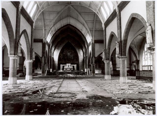 016556 - Sloop van de kerk van de Heilige Familie van de parochie Broekhoven II in 1974