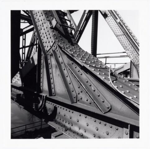 039807 - Detail van een spoorbrug over het Wilhelminakanaal