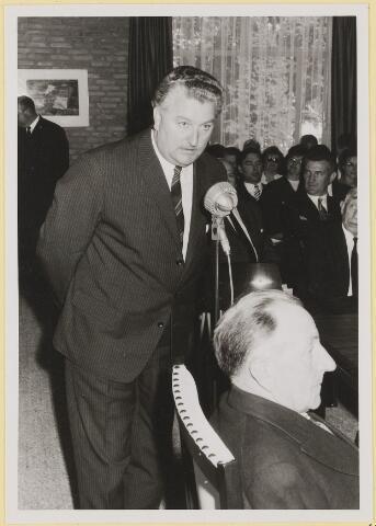 072945 - Opening gemeentehuis door de Commissaris van de Koningin Kortmann.  Bijzondere raadsvergadering. Toespraak A. Wouterse (middenstand).