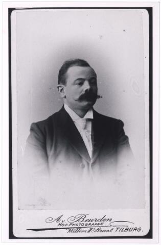 005010 - Gerardus Wilhelmus Maria KRIJBOLDER (Den Bosch 1861 - Tilburg 1953), winkelier/koopman. Hij trouwde in 1896 in Tilburg met Mina KNEGTEL (1871-1925), dochter van Leonardus N. Knegtel (1838-1888), oprichter van wijnhandel Knegtel. Zie ook foto 4888