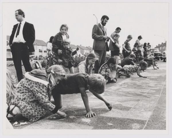081791 - S.K.W. vakantiekinderwerk Straattekenwedstrijd