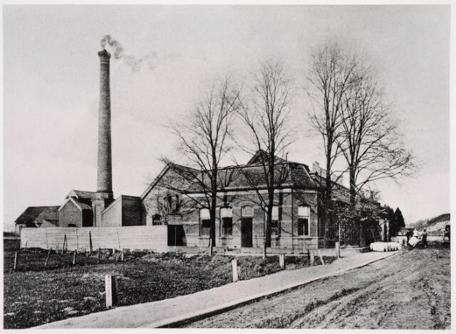 035505 - Verf en vernis fabriek Gebroeders Lommen, opgericht in 1853 aan de Zuid Oosterstraat 1.