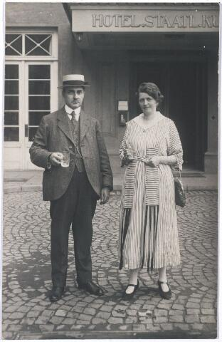004763 - Echtpaar JANSSENS-MINDEROP rond 1910 op vakantie in Bad Ems (Dld). Zie voor beschrijving: foto nr. 4761