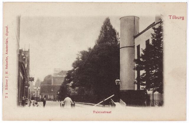002410 - Onderwijs. Paleisstraat richting Markt met rechts een detail van de Rijks H.B.S. Koning Willem II, vanaf 1936 paleis-raadhuis.