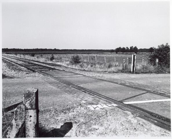 015333 - Landschap. Voormalige spoorlijn Tilburg - Turnhout, in de volksmond ´Bels lijntje´ genoemd. Op Nederlands grondgebied is het thans een fietspad