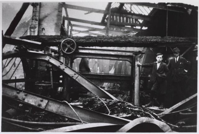 023370 - Brand bij timmerfabriek J. A. Stevens aan het Julianapark op 23 september 1930