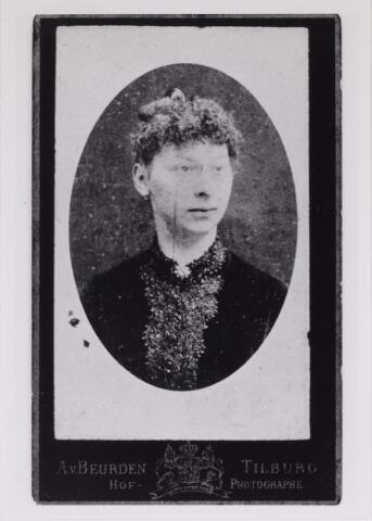 048775 - Virginie Flore Wilhelmine Lucelle Melanie le Mire geboren Udenhout 26 maart 1865, overleden Brussel 31 december 1959 (reproductie; origineel niet in collectie aanwezig)
