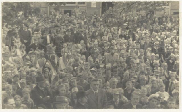 90870 - WOII; WO2: Made en Drimmelen. Bevrijdingsfeest 1945
