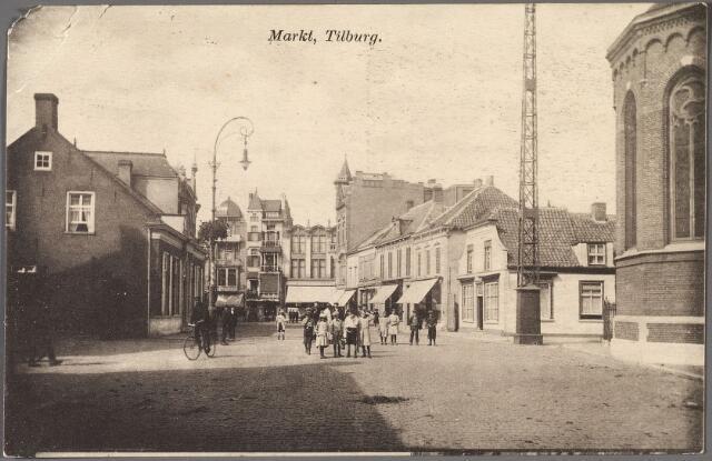 011038 - De Markt, nu Oude Markt. richting het noorden. Aan het einde ligt rechts de Heuvelstraat en links de Zomerstraat