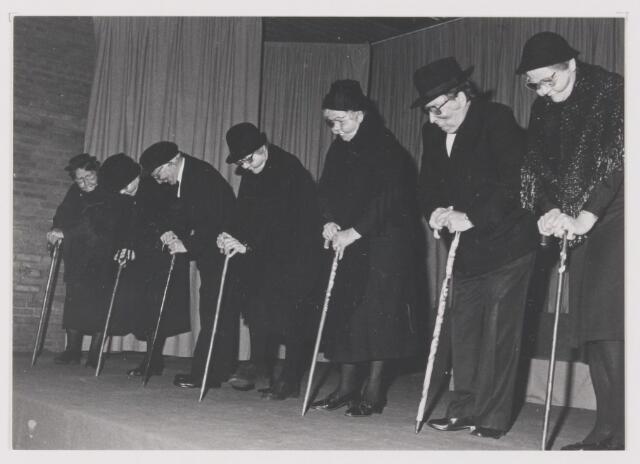 """081722 - K.A.M. 1987. Met optreden van de toneelvereniging van de BVO Rijen """"Levensvreugd"""" in het gemeentehuis van Rijen"""