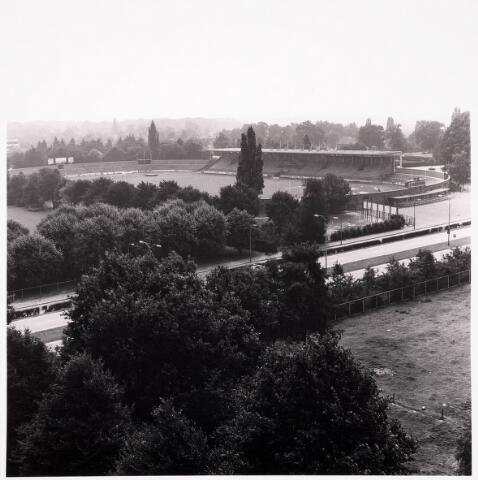 036677 - Panorama van Tilburg vanaf de flat aan de Gen. Smutslaan (Heineken)