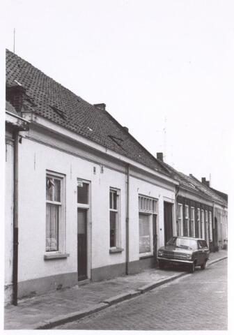 017161 - Onbewoonbaar verklaarde woningen Capucijnenstraat 163 en 165 anno 1971