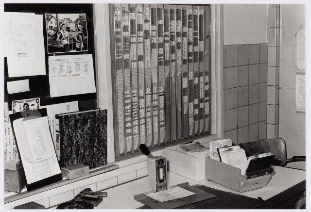 050117 - Volt. Noord. Logistiek. Centraal Magazijn. De locatie- of stellingadministratie in 1978.