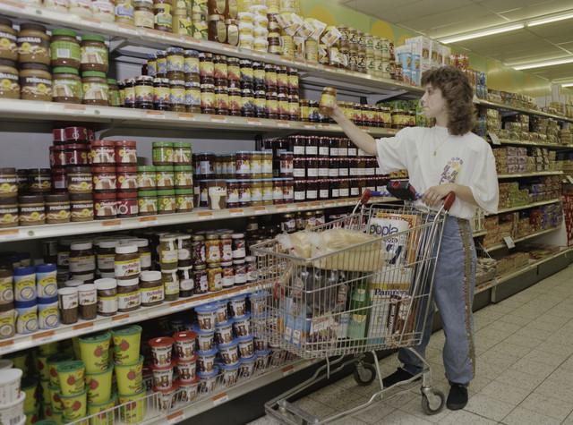TLB023000082_001 - Supermarkt van De Rooi Pannen waar de leerlingen de benodigde praktijkervaring op doen. Foto t.b.v. Onderwijsexpositie