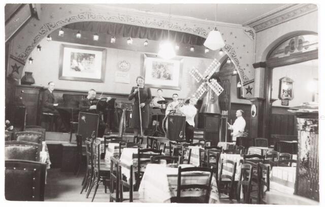 052657 - Muziekleven. Sociëteit Nieuwe Koninklijke Harmonie in de Stationsstraat ± 1930.