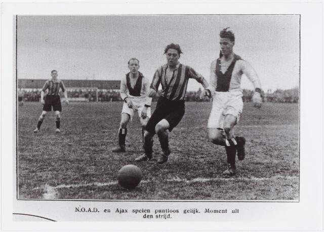 054181 - Sport. Voetbal. NOAD. Een speelmoment uit de wedstrijd Noad - Ajax in het kader van de competitie om het kampioenschap van Nederland. De wedstrijd eindigde in een puntloze 0 - 0