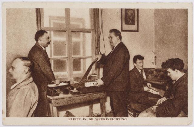 040822 - Werklozen voorzieningen. Foto: Kijkje in de werkinrichting. (1933)
