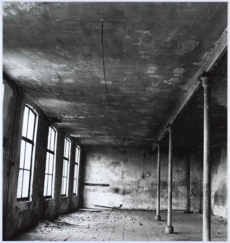 024430 - Textiel. Interieur van een van de fabrieksgebouwen van Brouwers Lakenfabrieken
