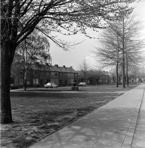 1237_007_388-2_001 - Straatbeeld van het Rooseveltplein