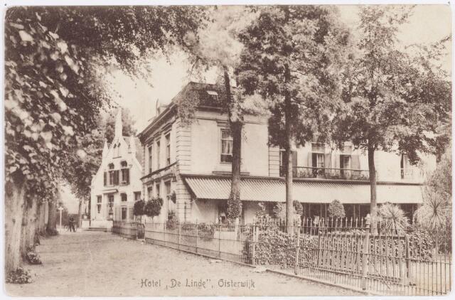 """057509 - De Lind. Hotel """"de Linde"""". In de jaren twintig van de vorige eeuw van bestemming gewijzigd. Het werd toen pastorie van Johannes parochie."""