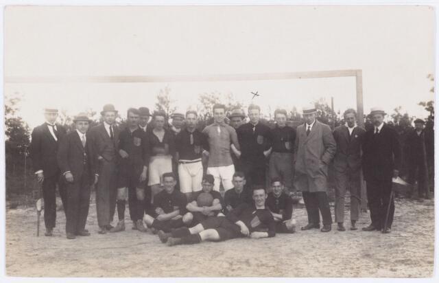 054157 - Sport. Voetbal. NOAD. Noad in de jaren twintig van de vorige eeuw. Vijfde van rechts staande Th. Smulders