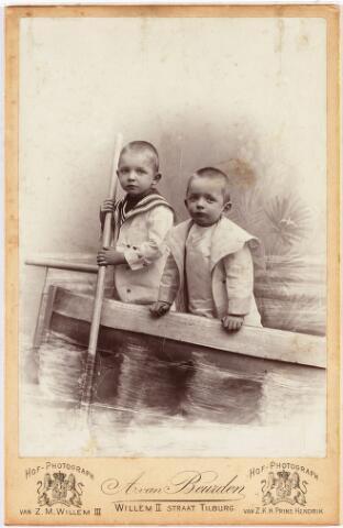 008028 - Honis en Frans Verbunt, zonen familie Verbunt-Conijn.
