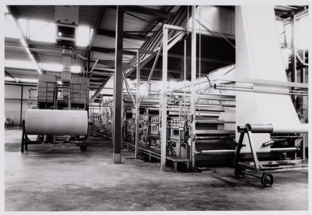 065426 - Textielindustrie. Interieur van H.J. Thijs de Beer, textiel, mode en confectie.