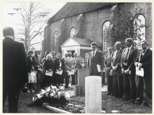 91117 - Made en Drimmelen. Chandler-Memorial op het kerkhof van de Nederlands Hervormde Gemeente in Made op Hemelvaart 4 mei 1978