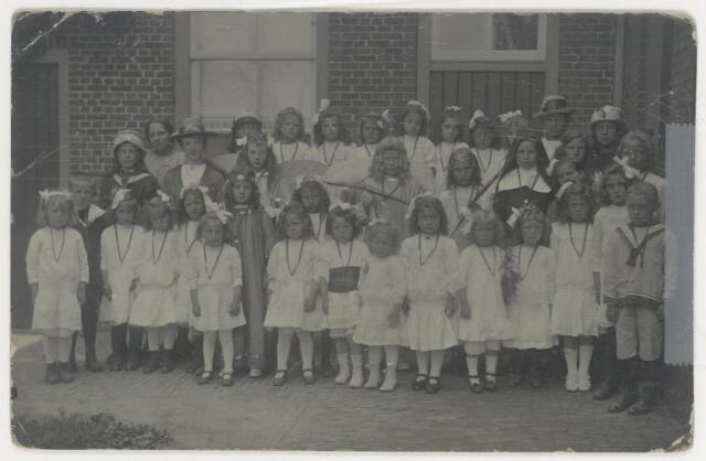 89202 - Kindsheid voor de oude zustersschool