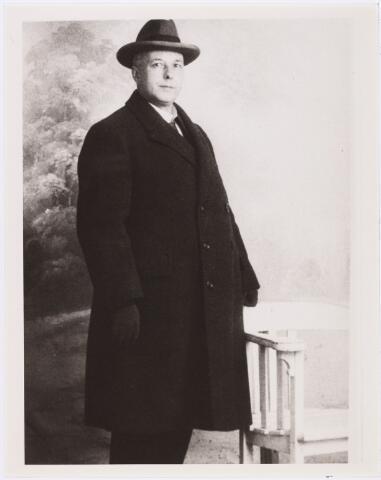 007303 - Dichter en pianist Anthony Kok, foto gemaakt in Amsterdam 20 februari 1926.