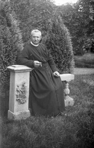 063870 - Hubertus Joannes van Belkom, geboren te Tilburg op 8 mei 1877, trad in bij de fraters van Tilburg en ontving de kloosternaam frater M. Chromatius. Hij overleed in Menado op 12 oktober 1930.