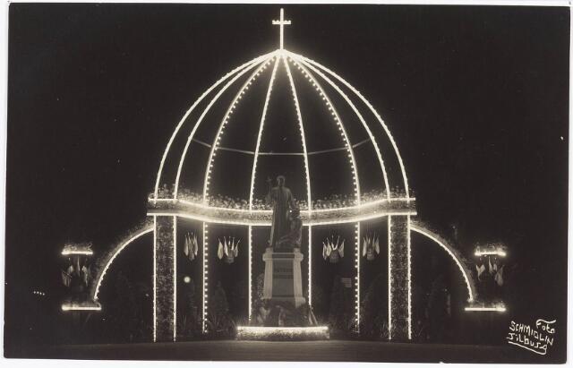 034999 - Standbeeld van pater Petrus Donders: onthulling van het standbeeld van pater Donders aan het Wilhelminapark met geplaatst in een kapel van lichtbogen; de onthulling geschiedde door mgr. Diepen van Bisdom Den Bosch op 1 augustus 1926