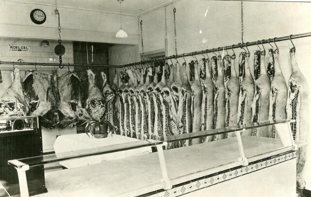 200528 - Slager Frans van de Put, Molenstraat 160, slachtte elke week 9 varkens en een of twee vaarsen.