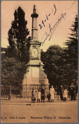 010413 - Gedenknaald voor koning Willem II op de hoek Monumentstraat-Paleisstraat.
