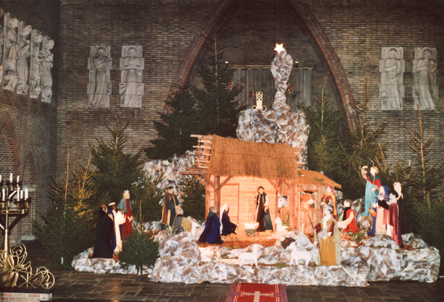 654003 - Kerststal in de Sacramentskerk. Interieur.