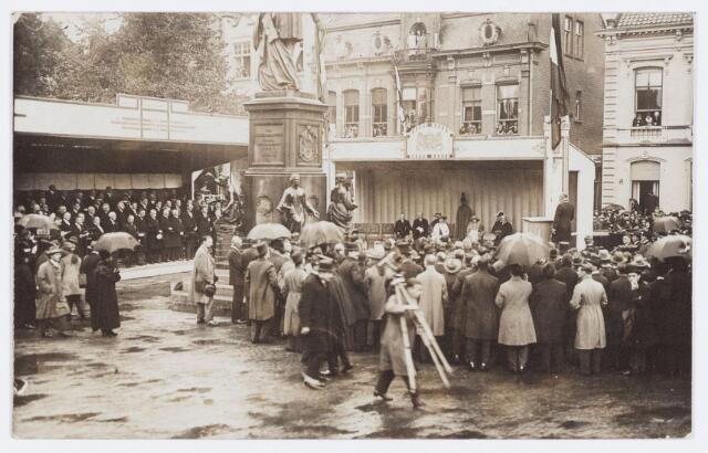 053290 - Koninklijke Bezoeken. Onthulling van het standbeeld van Willem II in aanwezigheid van koningin Wilhelmina.
