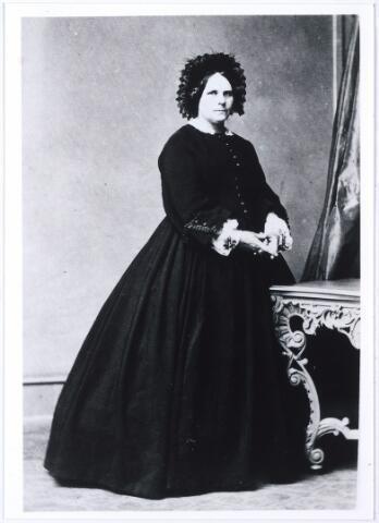 005281 - Maria Antonia Francisca van Glabbeek geboren Helmond 8 november 1833, overleden Tilburg 23 juni 1876 trouwde Helmond 19 juli 1859 met Jan Francis Mutsaerts geboren Tilburg 23 juli 1833, overleden Tilburg 26 juni 1901.