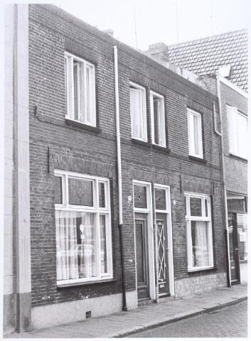 017229 - Panden Capucijnenstraat 36 (links) en 38 (rechts) anno 1972