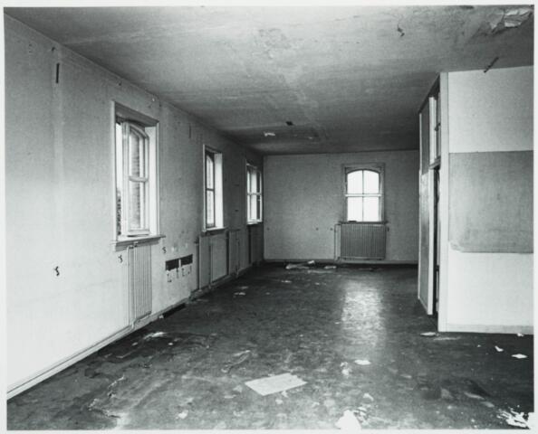 025389 - Interieur van het St. Josephgasthuis aan de Lange Nieuwstraat tijdens de sloop in 1977