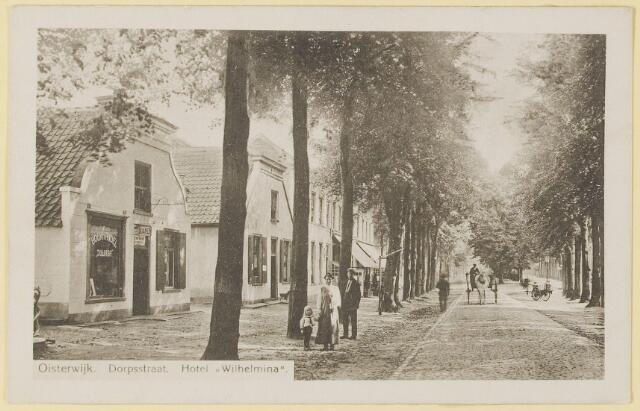 """073643 - Dorpstraat gezien naar de Lind. Links boekhandel """"Juliana"""". Eveneens links Hotel """"Wilhelmina""""."""