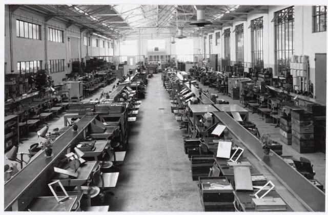039053 - Volt. Zuid. Productie, Fabricageafdeling spoelen of correctiemiddelen rond 1960 in de O hallen.