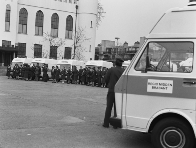 TLB023002745_002 - Bijeenkomst van het Rode Kruis regio Midden Brabant bij het Paleis Raadhuis in Tilburg in het kader van overdracht Bescherming Bevolking (BB). April 1988