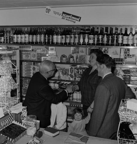 1237_013_033_004 - Winkel. Kruidenier.Supermarkt Végé Johannes van Zantenstraat . Heropening