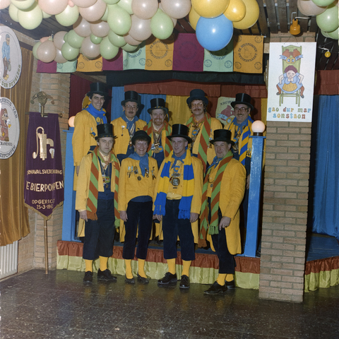 1237_012_924_001 - CV De Bierpompen.Carnavals vereniging uit Tilburg. Ze hadden als thuisbasis café Monopole aan de Korte Heuvel.
