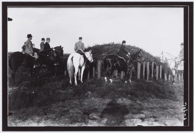 053853 - Sport. Paardrijden. Tilburgse Manege bij Keltische graven
