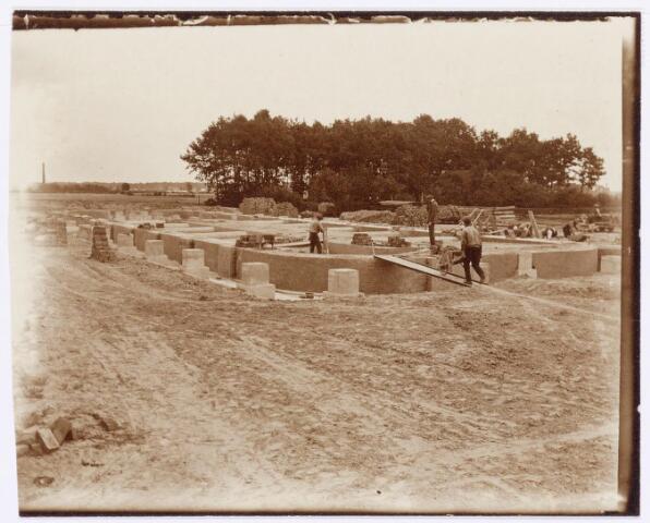039576 - Bouw oven steenfabriek firma Claesen aan de Lovense Kanaaldijk.
