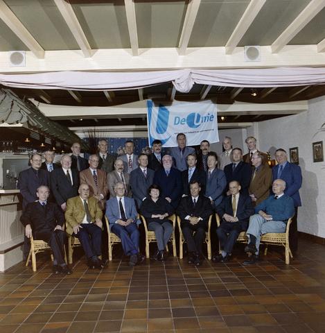 1237_001_066_006 - Groepsfoto van Unie BLHP, Unie van Beambten, Leidinggevend en Hoger Personeel, in november 2000.