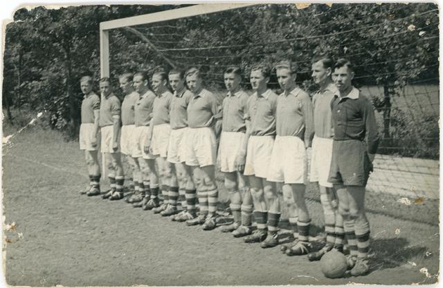 800120 - Sport. Voetbal. Voetbalvereniging R.K.S.V. Taxandria in Oisterwijk.
