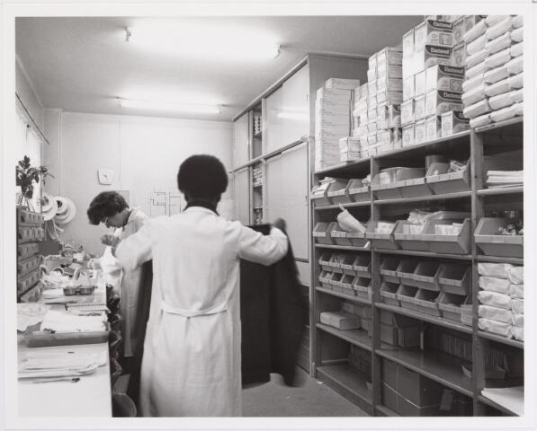 041821 - Elisabethziekenhuis. Gezondheidszorg. Ziekenhuizen. Afdeling sterilisatie in het St. Elisabethziekenhuis.